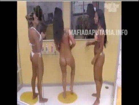 Safadas BBB12 tomando banho