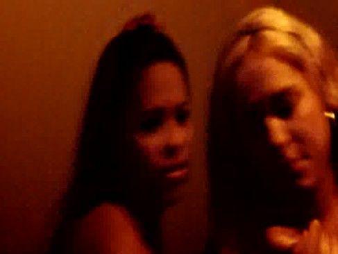 Pegando duas vagabundas no motel