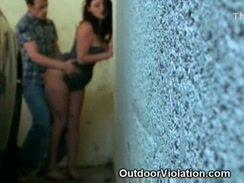 Morena safada fazendo sexo amador em publico