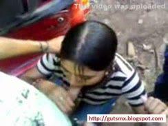 Novinha vagabunda participando de uma suruba