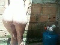 Gostosinha rabuda se exibindo na favela