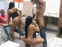 Morenas safadas fazendo sexo amador em uma festa