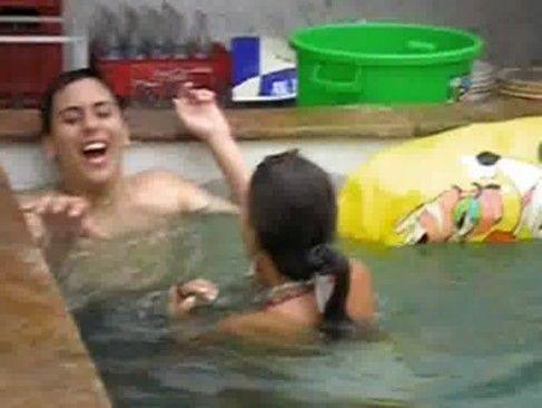 Putaria rolando na piscina