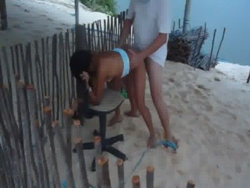 Putaria na praia com uma casada