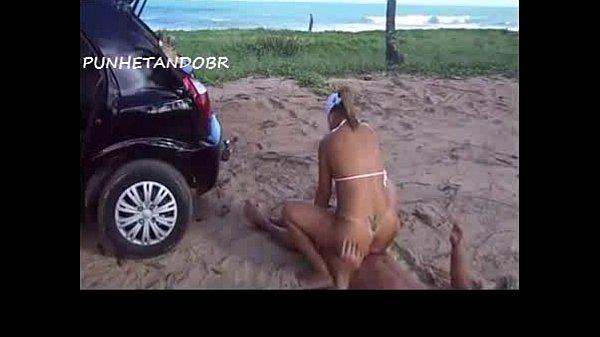Bucetuda fodendo na praia com o sorveteiro