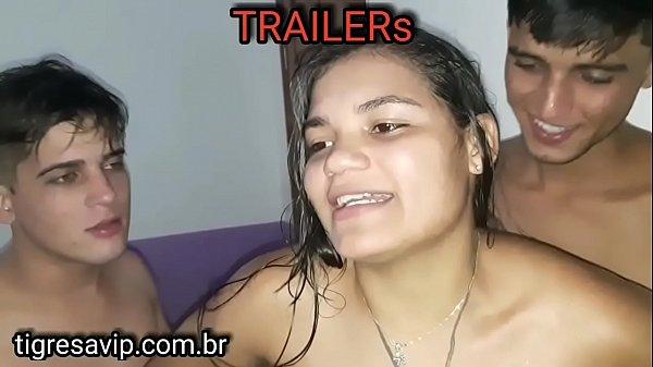 Brasileirinha puta transando com dois caras