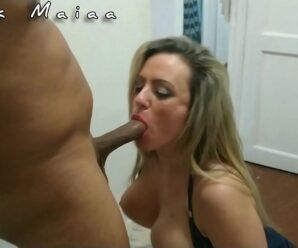 Porno grátis com gostosa chupando rola e fodendo